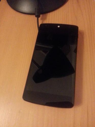 ... und hier mit dem Nexus 5 daraufgelegt...